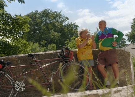 Bračnom paru koji ne vjeruje u starenje, za sreću je dovoljan – jedan bicikl