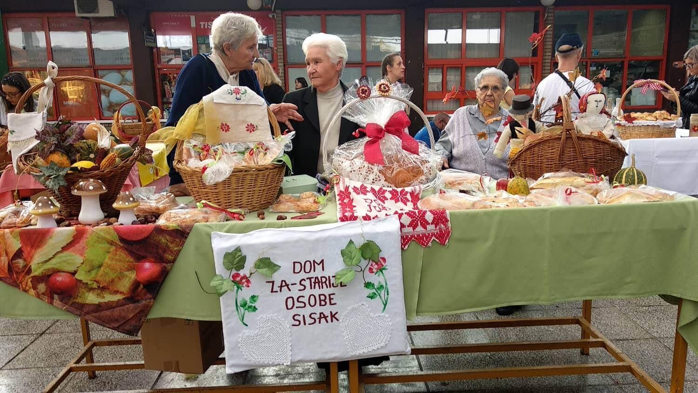 Umirovljenice na Danima kruha predstavile domaće proizvode i plodove zemlje