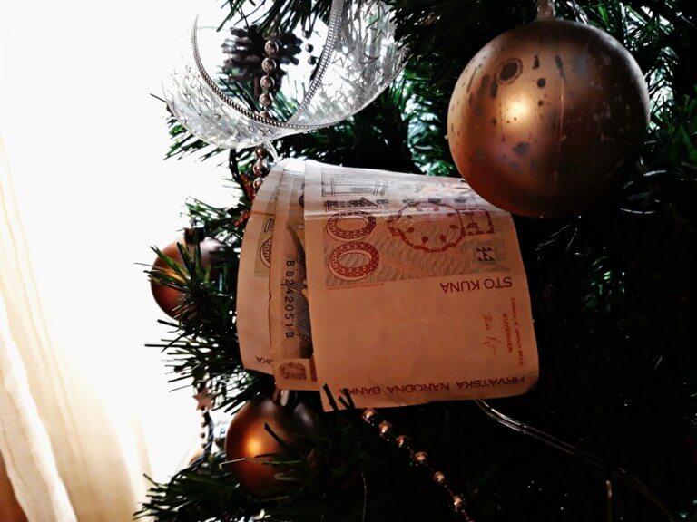 Ostali gradovi, ugledajte se na Umag: Umirovljenicima božićnice od 1.200 do 4.200 kuna!