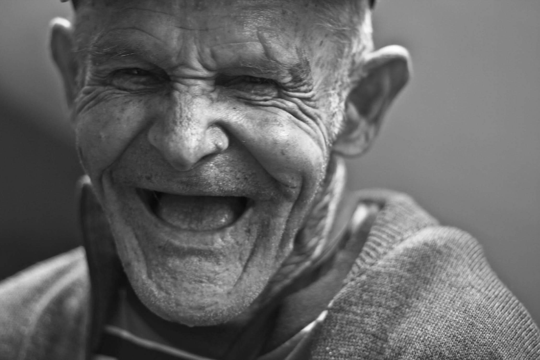 10 fora koja možete prodati susjedu umirovljeniku za 1. april