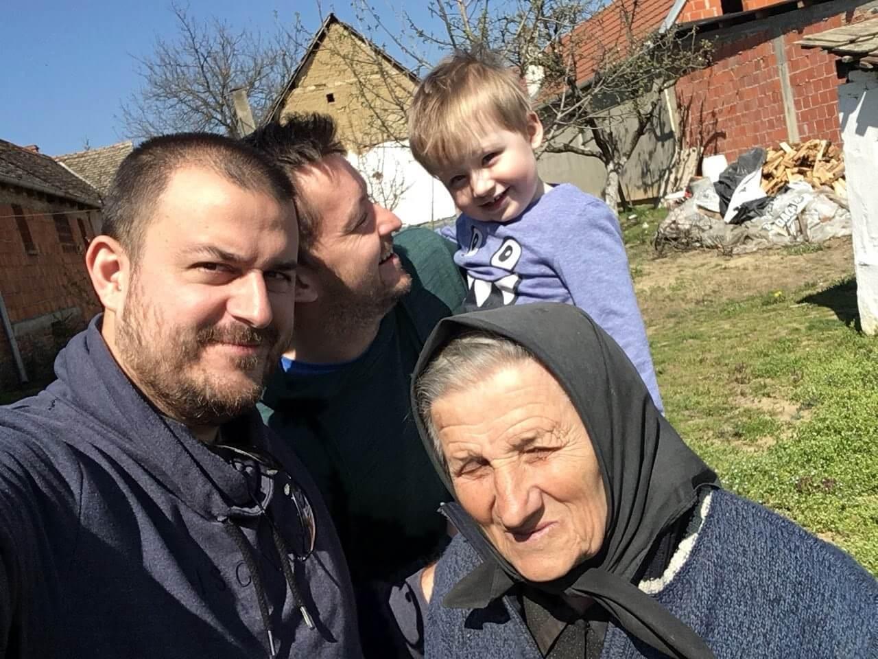 'Lovac' objavio međugeneracijski selfi, od praunuka do prabake!