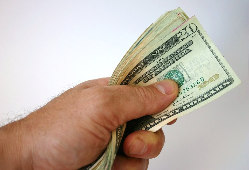 Ni umirovljenik iz Kaštela ne može podići mirovinu, banke mu ne žele unovčiti ček!