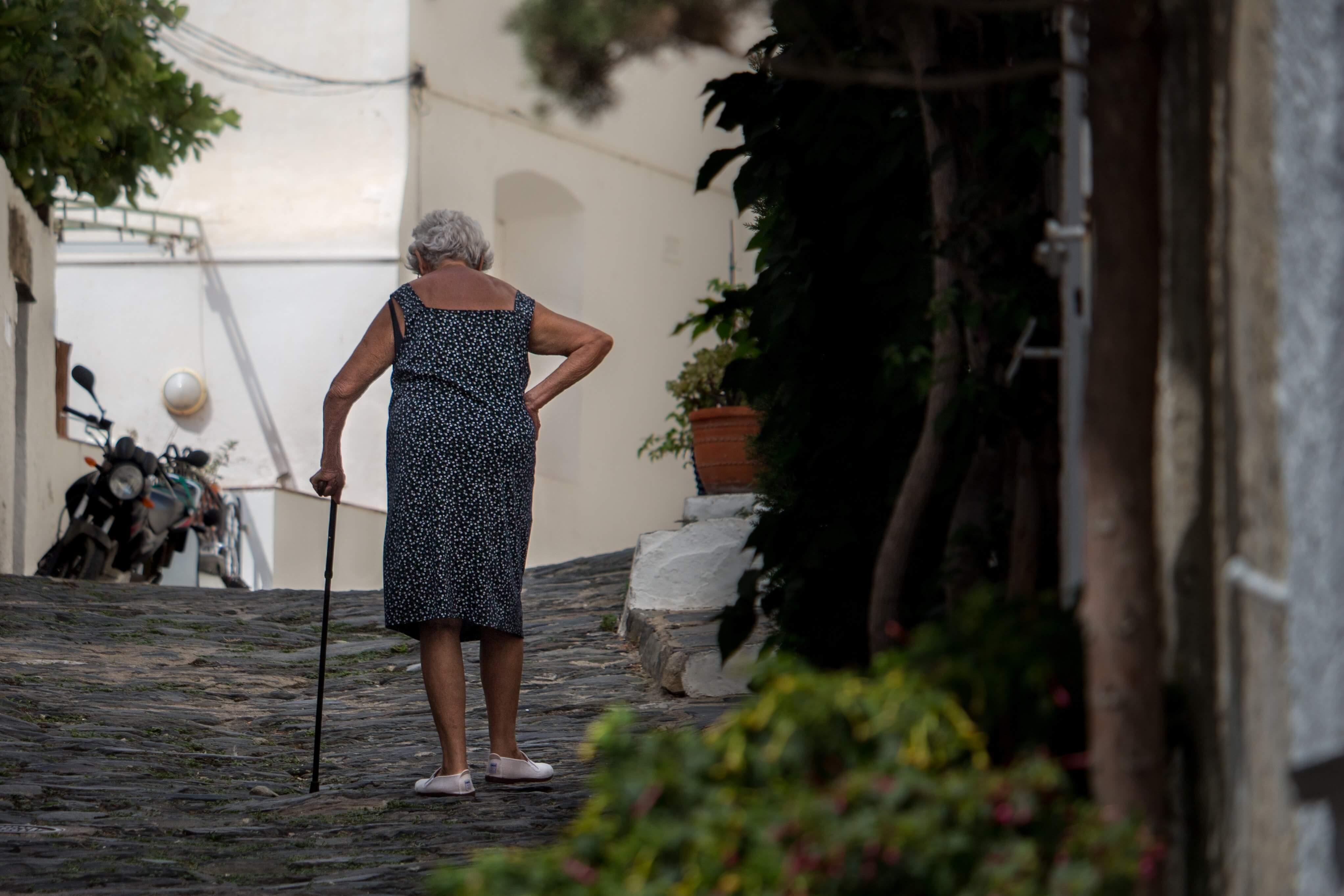 """Žena koja radi sa starijima: """"Jedan me tražio da mu okrečim kuću, a druga da pečem pekmez"""""""