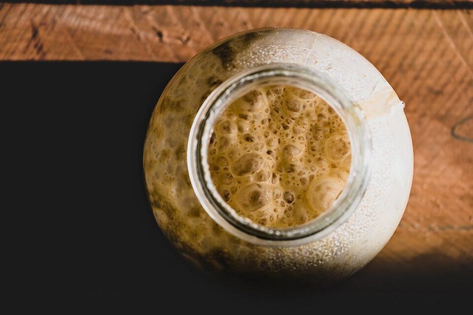 [BAKINA KUHINJA] Domaći kvasac – kako ga napraviti od piva, brašna, jabuke ili krumpira