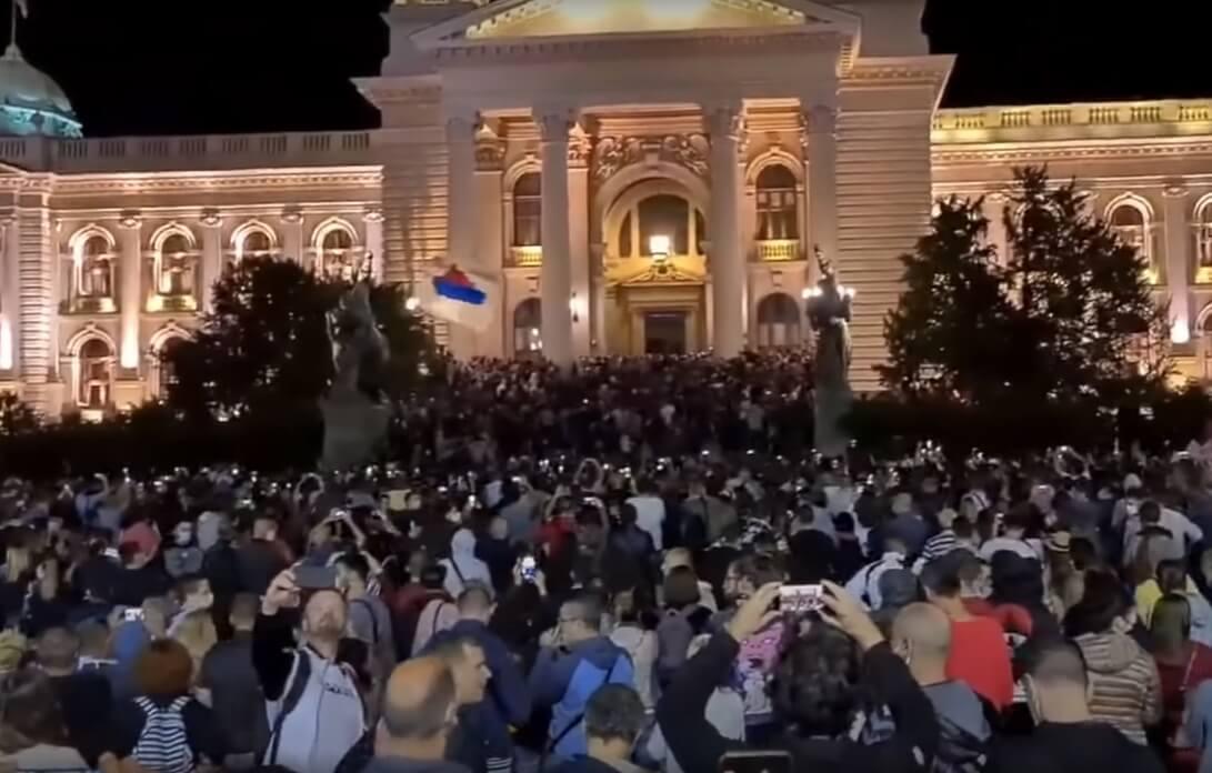 Vučić najavio policijski sat zbog korone, na ulicama Beograda izbili veliki neredi