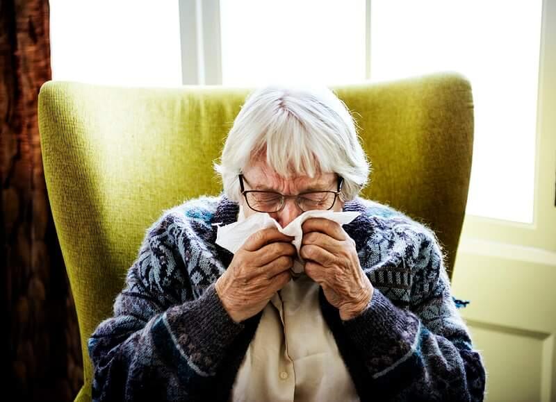 Znanstvenici otkrili zašto su stariji ljudi toliko osjetljivi na koronu