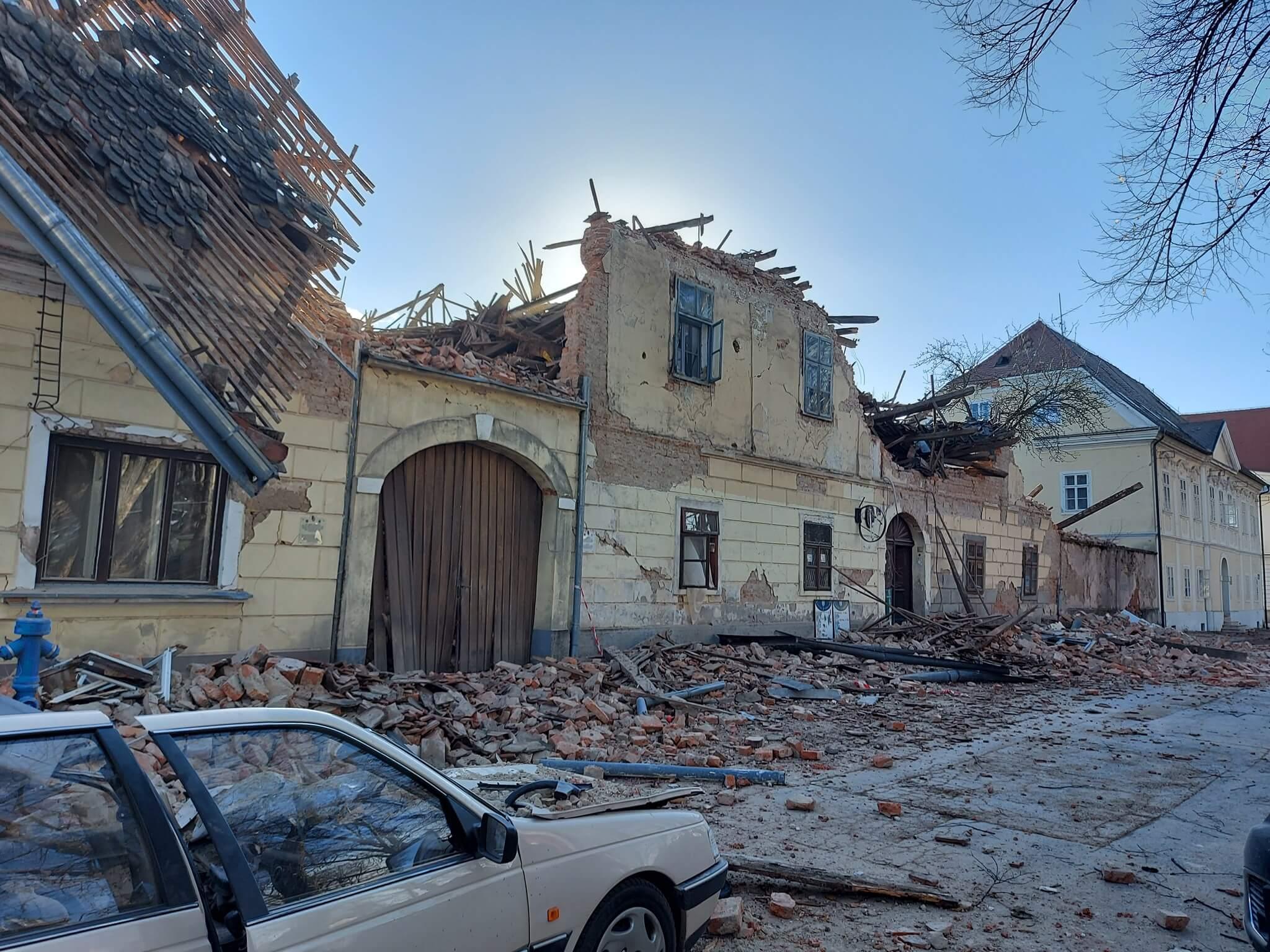 Stravični prizori iz Petrinje nakon potresa koji je razorio pola grada