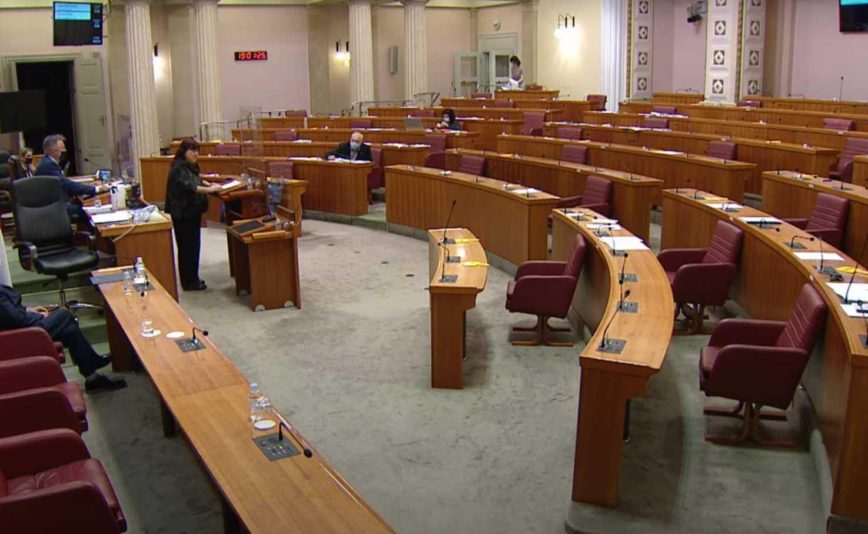 Niste im bitni: Ovako izgleda sabornica dok se raspravlja o važnom umirovljeničkom zakonu