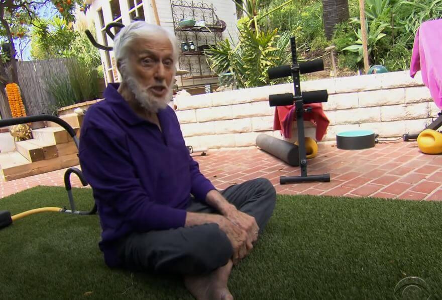 """Slavni glumac u 96. godini pokazao kako vježba: """"Slušajte me stariji, morate ići naprijed"""""""