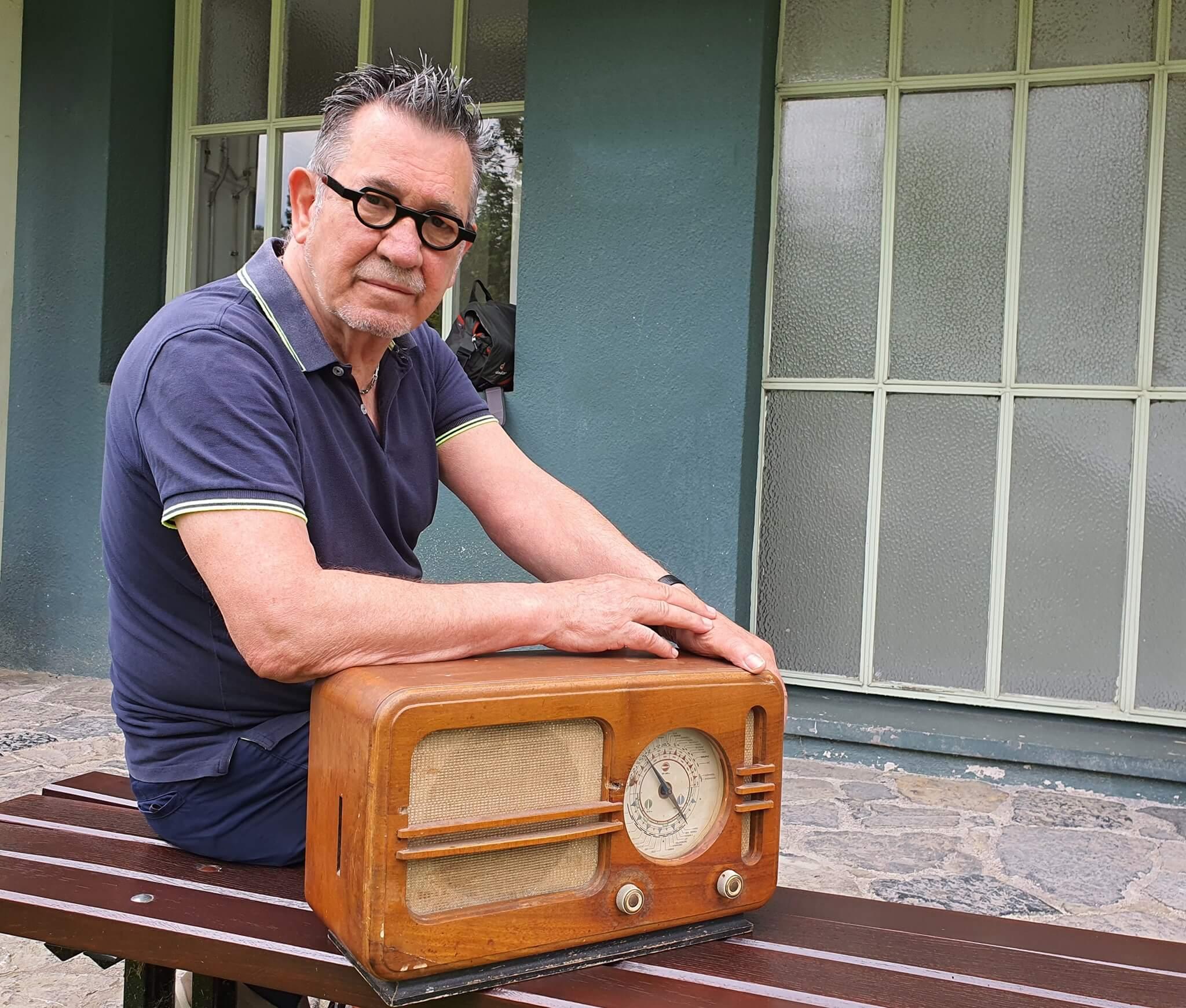 Umirovljenik Tehničkom muzeju darovao radioaparat Kosmaj iz 1949.