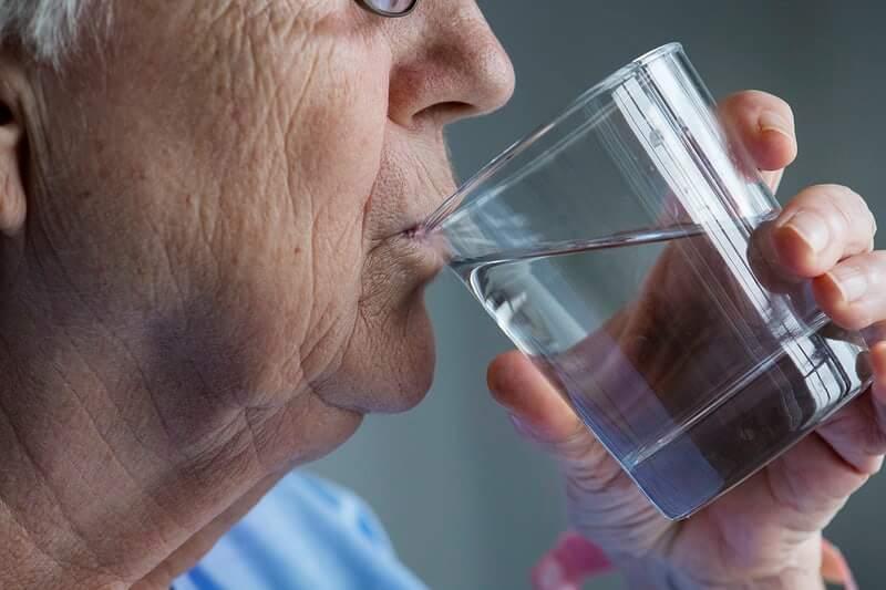 Trebamo li stvarno piti osam čaša vode svaki dan?