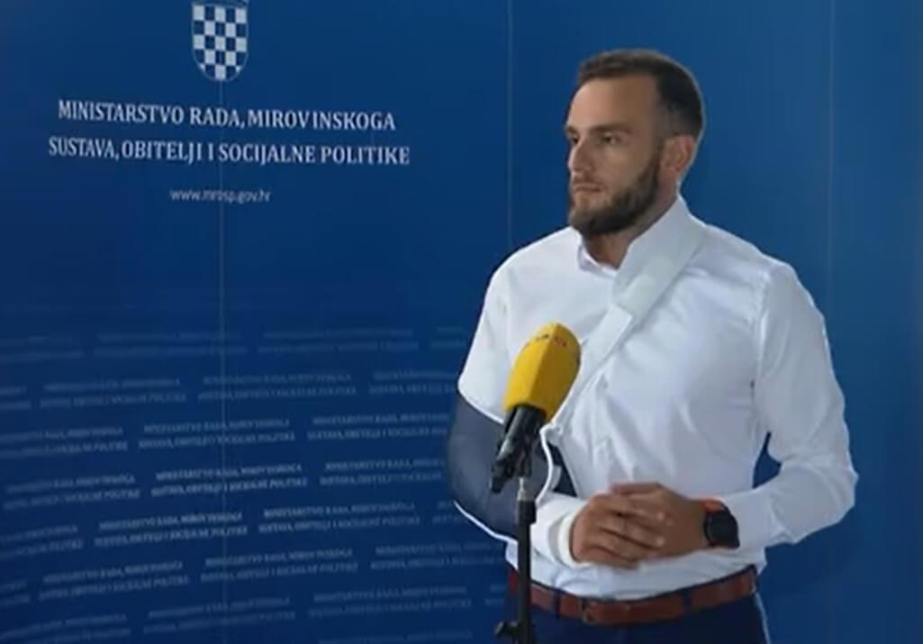 Ministar bez odijela: Savjeti građana nisu urodili plodom, ali za nekoliko tjedana bit ću u punoj spremi
