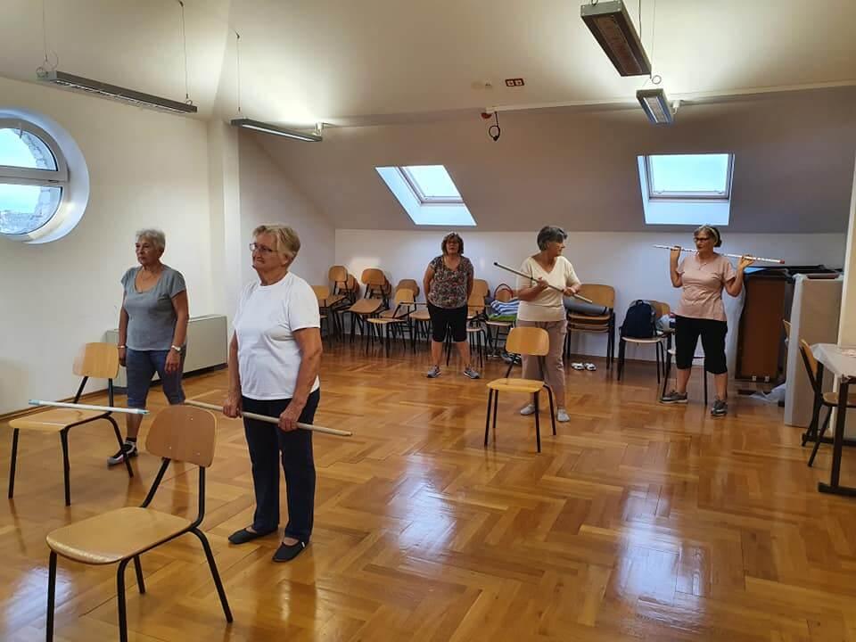 Medicinska gimnastika: Odlična aktivnost za starije u pasivnoj pandemiji