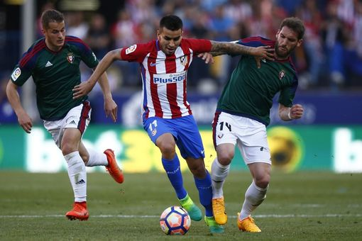 MADRID, SPAIN - APRIL 15: Angel Martin Correa (2ndR) of Atletico de Madrid competes for the ball with Fausto Tienza (R) of CA Osasuna during the La Liga match between Club Atletico de Madrid and CA Osasuna at Vicente Calderon Stadium on April 15, 2017 in Madrid, Spain. (Photo by Gonzalo Arroyo Moreno/Getty Images)