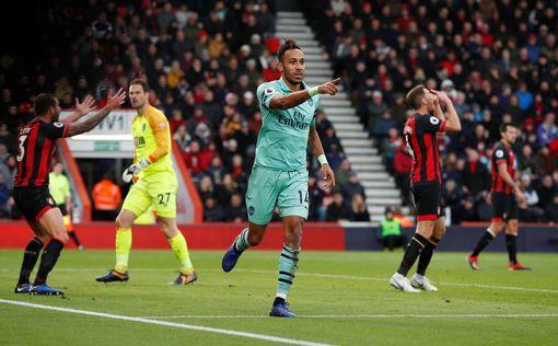 Arsenal's Pierre-Emerick Aubameyang celebrates scoring their second goal