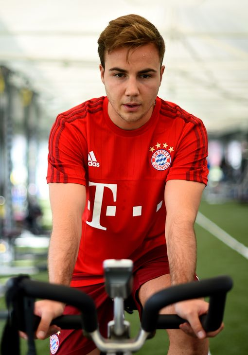 DOHA, QATAR - JANUARY 09: Injured player Mario Goetze trains on a spinning bike during a training session at day four of the Bayern Muenchen training camp at Aspire Academy on January 9, 2016 in Doha, Qatar. (Photo by L. Baron/Getty Images for FC Bayern)