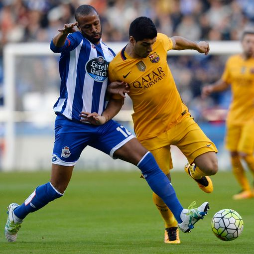Deportivo La Coruna's Brazilian defender Sidnei (L) vies with Barcelona's Uruguayan forward Luis Suarez during the Spanish league football match RC Deportivo de la Coruna vs FC Barcelona at the Municipal de Riazor stadium in La Coruna on April 20, 2016.