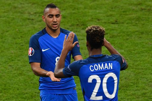 Dimitri Payet leaves the pitch for Kingsley Coman