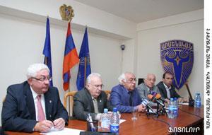 From left, Hagop Vartivarian, Edmond Azadian, Hagop Avedikian, Dr. Arshavir Gundjian and Armen Manvlian