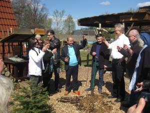 A toast with Armenian brandy after a planting in Bochum.