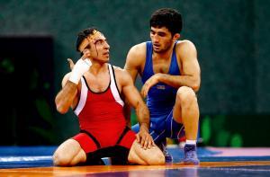 Roman Amoyan (L) of Armenia gestures with Elman Mukhtarov of Azerbaijan during their bronze medal fight of the Men's 59Kg greco-roman wrestling at the 1st European Games in Baku, Azerbaijan, June 13 , 2015.   REUTERS/Kai Pfaffenbach