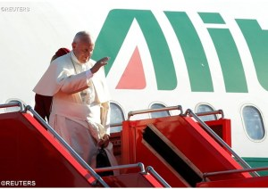 Pope Francis arriving in Armenia (Reuters photo)