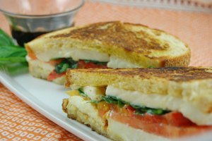 grilled-caprese-sandwich