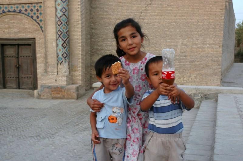 DSC_4895 Uzbequistan, Bukhara, Central Asia, silk road, ruta seda, kids, niños