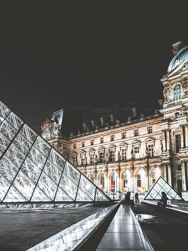 Tôi đã cháy túi ở Paris như thế nào