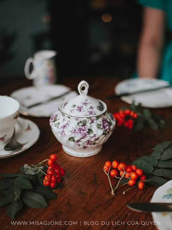 Hoàng tử, trà kem và giấc mơ Anh quốc