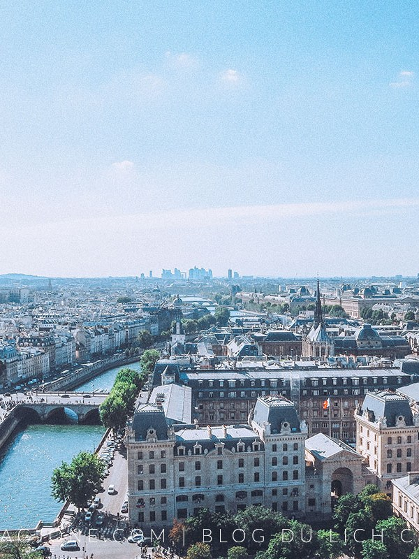 The lightest travel guide to Paris