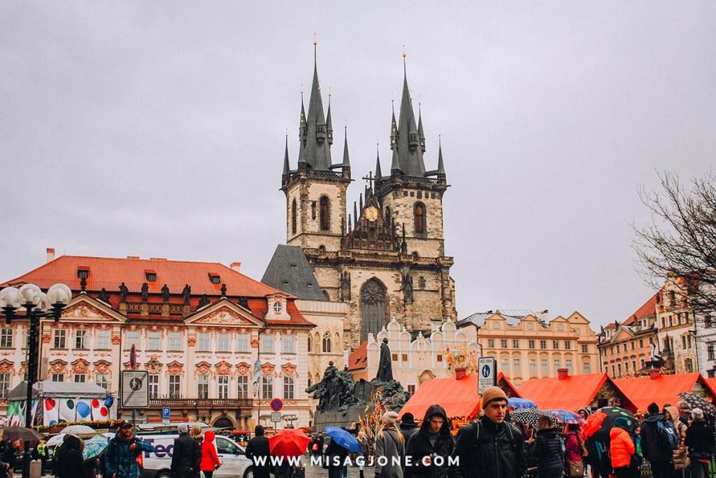 Review tour đi bộ miễn phí ở Prague