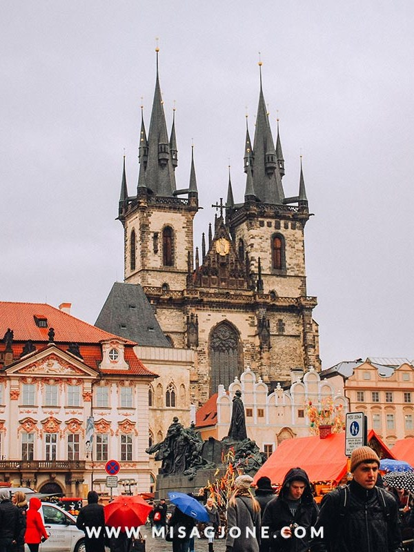 Free walking tour in Prague: To take or not to take?