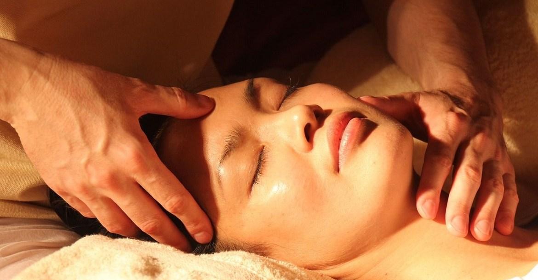 Les massages bien-être comme l'acupression ont de nombreux bienfaits