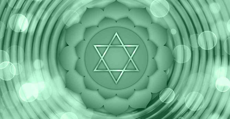 Le chakra du coeur, est le troisième chakra de couleur verte ou rose représentant l'amour