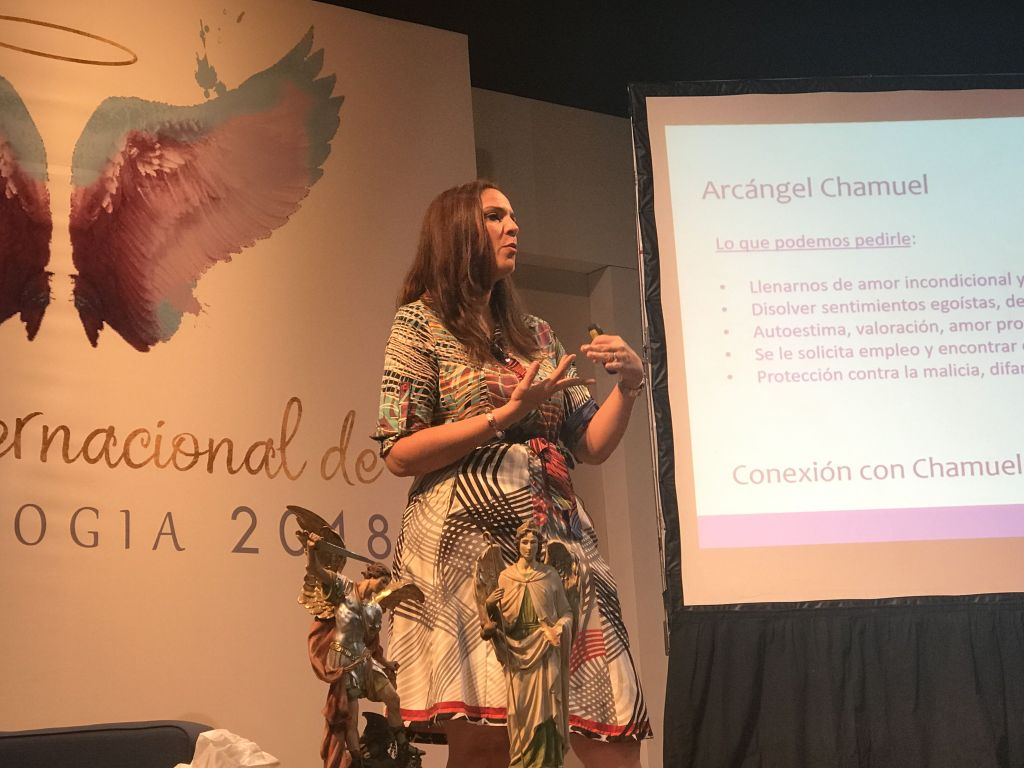 Sonima Ferrufino en Foro internacional Angeologia