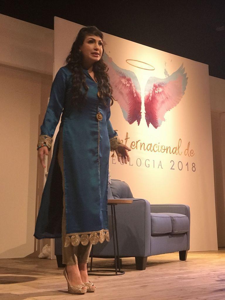 Ariadna Tapia en el Foro Internacional de Angeologia