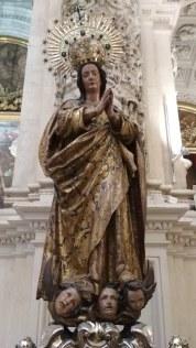 Maria zertrampelt Kinder