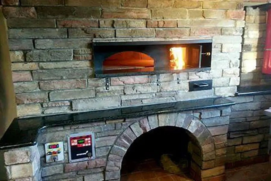wood fired display pizza oven