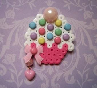 vanilla cuppycake brooch