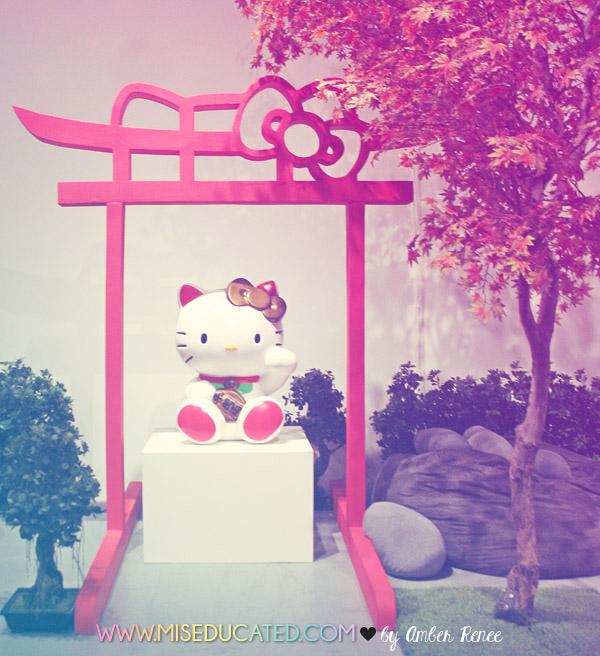 Hello Kitty Maneki Neko Shrine