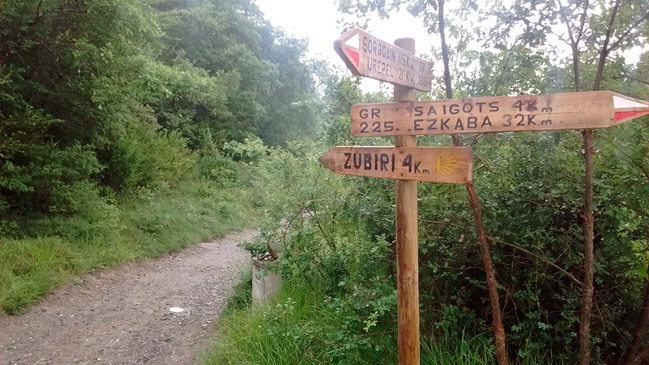 Cruce de la GR225 Fuga de Ezkaba con el GR65 en Erro