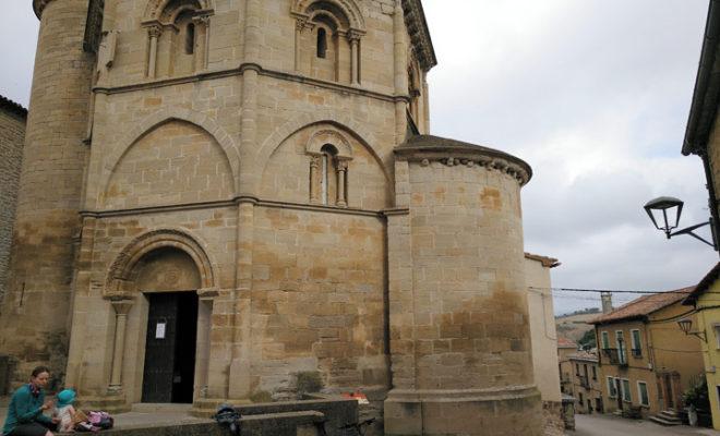Iglesia románica en Torres del Río