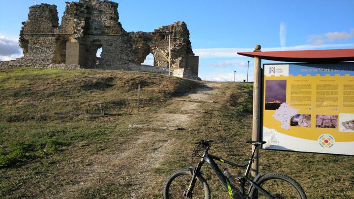 Ruinas del castillo-palacio de Tiebas