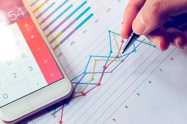 Entérese cómo alcanzar sus metas mediante el ahorro y la inversión