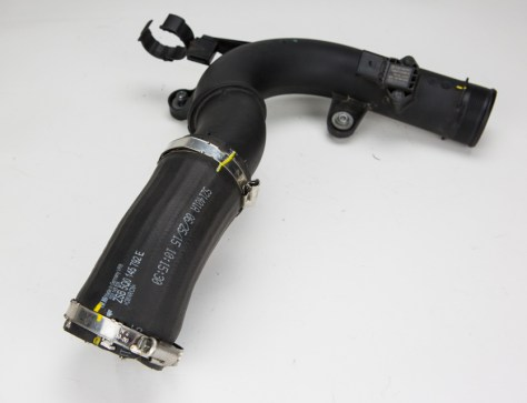 The cold-side piping is made up from the cost-effective dynamic duo that is rubber and plastic. These are great for daily driving, but could show some issues once you add some spice to your daily commute.