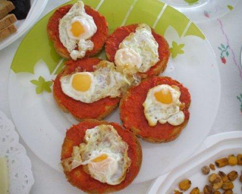 canape-de-huevos-codorniz
