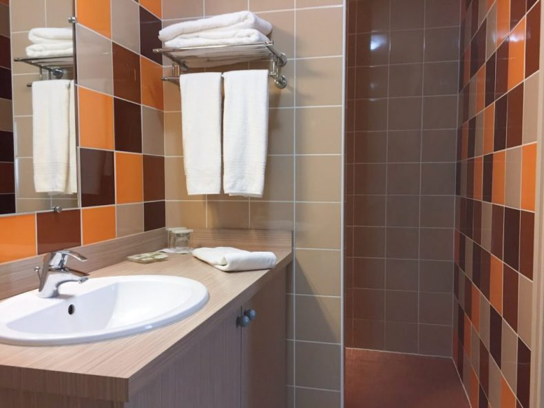Hotel L'Acadie Chatelaillon salle de bains