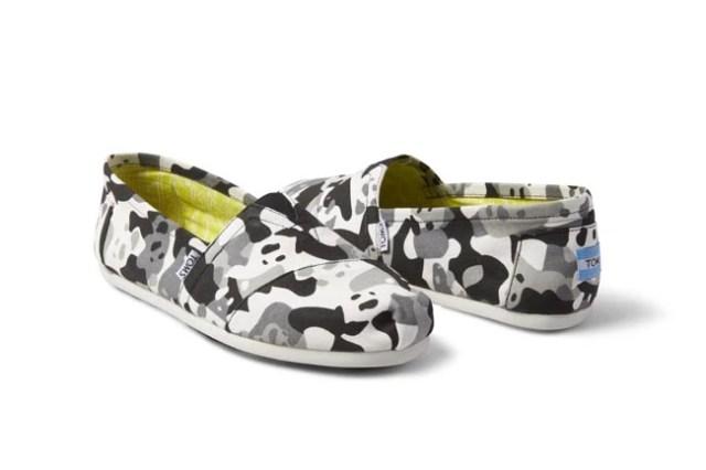 75d281084f1 Επιπλέον με κάθε ζευγάρι TOMS που αγοράζεις, η εταιρεία παρέχει ένα ζευγάρι  παπούτσια σε ένα παιδί που έχει ανάγκη.