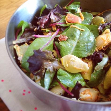 salade de pâte, pesto, carottes, tomates séchées et feta
